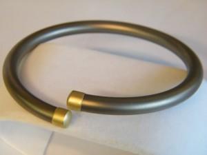 Titanium armband met goud